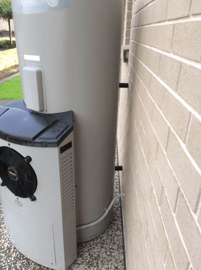 heat pump at stanthorpe residence before Evo270 replacement by sunpak hot water